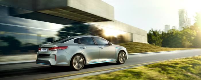 kia_optima_phev_my17_7_8_rear_driving_700_2.jpg